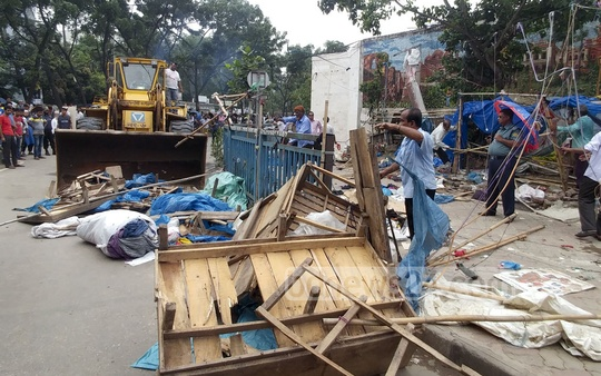 Dhaka South City Corporation ​conducted an eviction drive to clear footpaths from hawkers inside the New Market area in Dhaka on Wednesday.