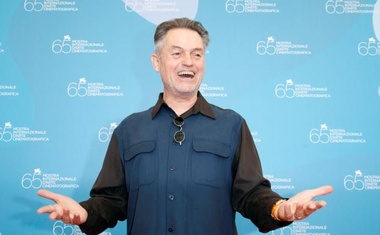 FILE PHOTO: US director Jonathan Demme poses for photographers during a photocall at the Venice Film Festival in Venice, Italy, September 3, 2008. Reuters