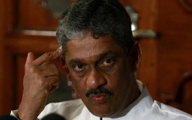 File Photo: Sarath Fonseka speaks to reporters in Colombo January 30, 2010. Reuters