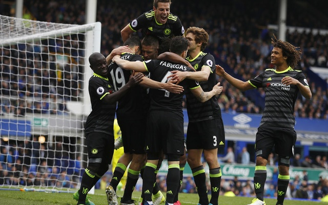 Chelsea stay on track for English Premier League title after downing Everton