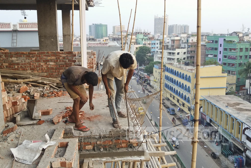 Construction workers toil in a risky condition at a high-rise building in the capital's Mirpur.