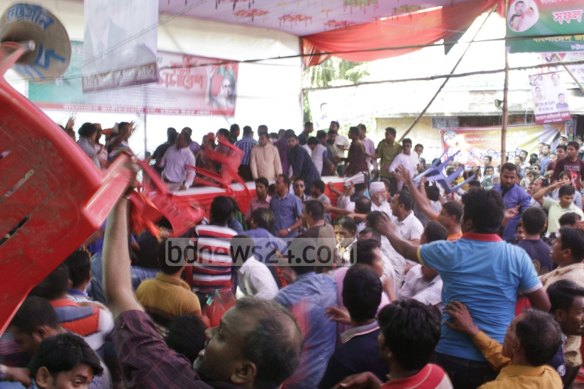 A fight breaks about among activists of the BNP's unit at north Chittagong district during a meeting on Tuesday. Photo: suman babu