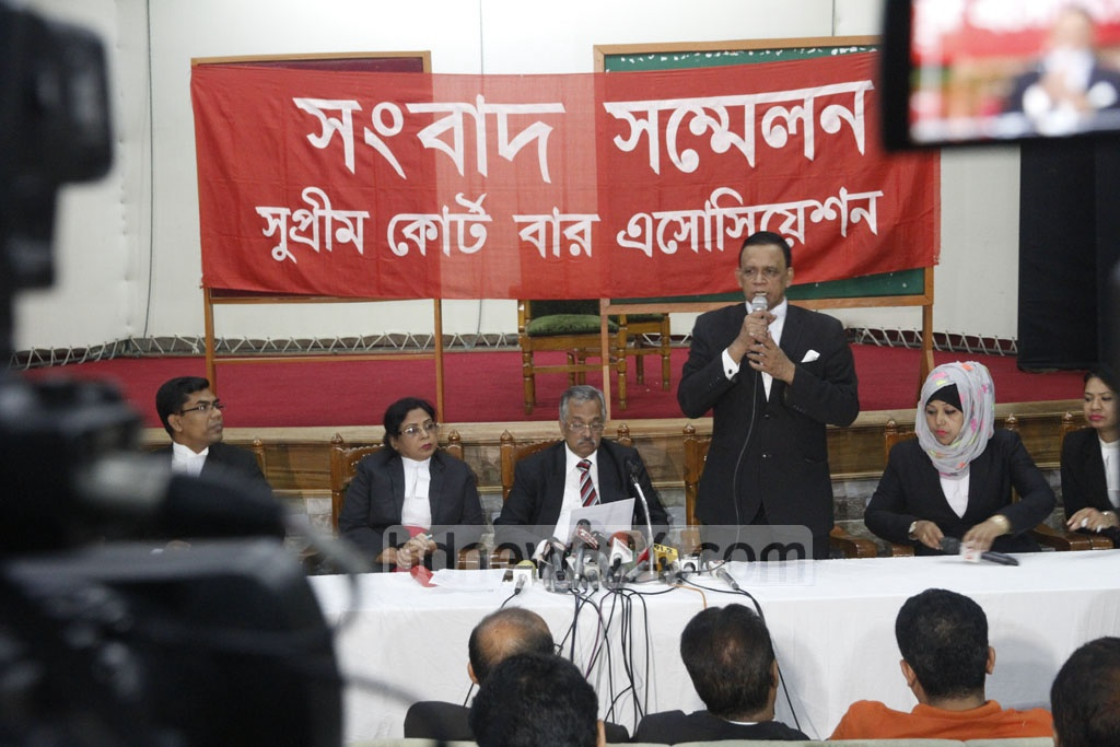 BNP-allied leaders of the Supreme Court Bar Association hold a press conference on Tuesday over recent comments on the judiciary's independence by Prime Minister Sheikh Hasina, the chief justice and the law minister. Photo: tanvir ahammed