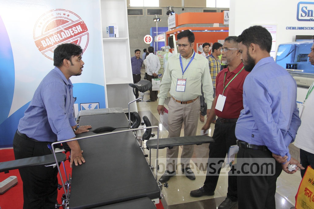 Visitors crowd a stall of Meditex 2017, a three-day exhibition of medical equipment, at Dhaka's Bashundhara International Convention City on Thursday. Photo: asif mahmud ove