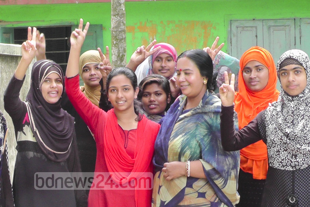 After winning her battle against child marriage, Sharmin Akhter who won the International Women of Courage Award passed her SSC exams. She held up a victory sign to reporters at Jhalakathi's Rajapur Pilot Girls' High School on Thursday.