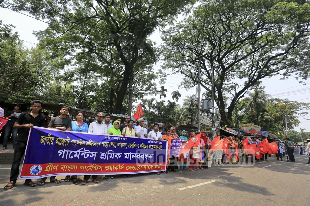 A human-chain programme in front of the National Press Club on Friday to demand separate allocations in the national budget for health, housing, ration and transport of garment factory workers. Photo: asaduzzaman pramanik