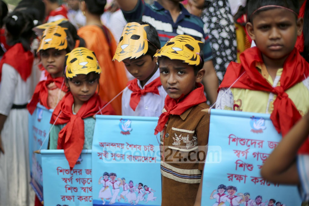 Children carry banners against abuse of children in a human chain in front of the National Press Club after a parade marking 65 years of Kendrio Khelaghar Ashar on Friday. Photo: asaduzzaman pramanik