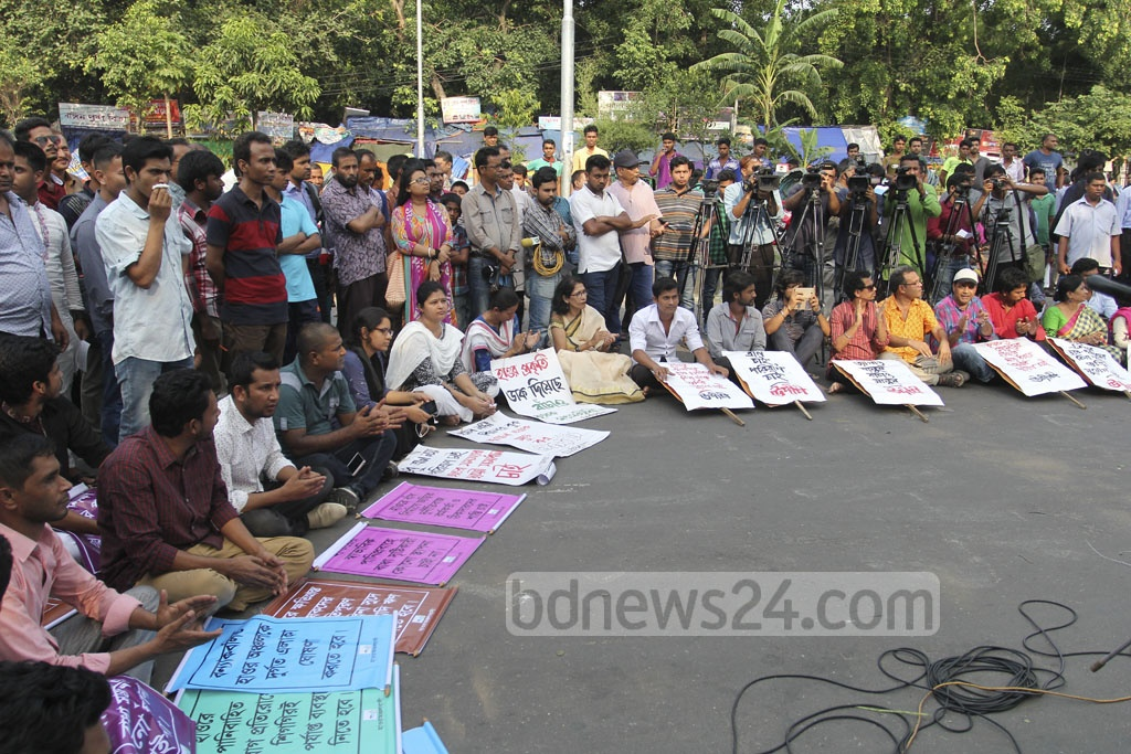 Social, cultural and political organisations hold a rally at Dhaka's Shahbagh on Friday demanding a permanent solution to the Haor crisis. Photo: asif mahmud ove