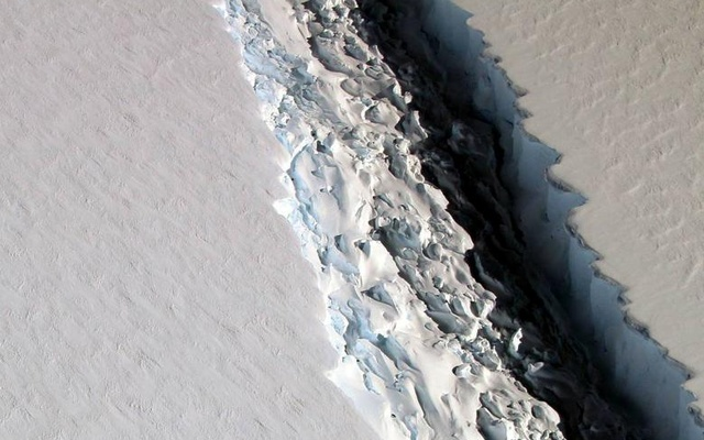 An oblique view of a massive rift in the Antarcitc Peninsula's Larsen C ice shelf. A crack that could create an iceberg the size of Delaware - and destabilize one of the largest ice shelves in the Antarctic - has branched out and begun to widen more quickly, a scientist has said. Located on the Larsen C ice shelf, the fourth largest in Antarctica, the new Antarctica crack is an offshoot of a rupture that gained notice after growing dramatically in 2014, and last year was forecast to cause the separation of a 1,900-square-mile (5,000-square-kilometer) iceberg within years. Photo taken November 2016. Reuters