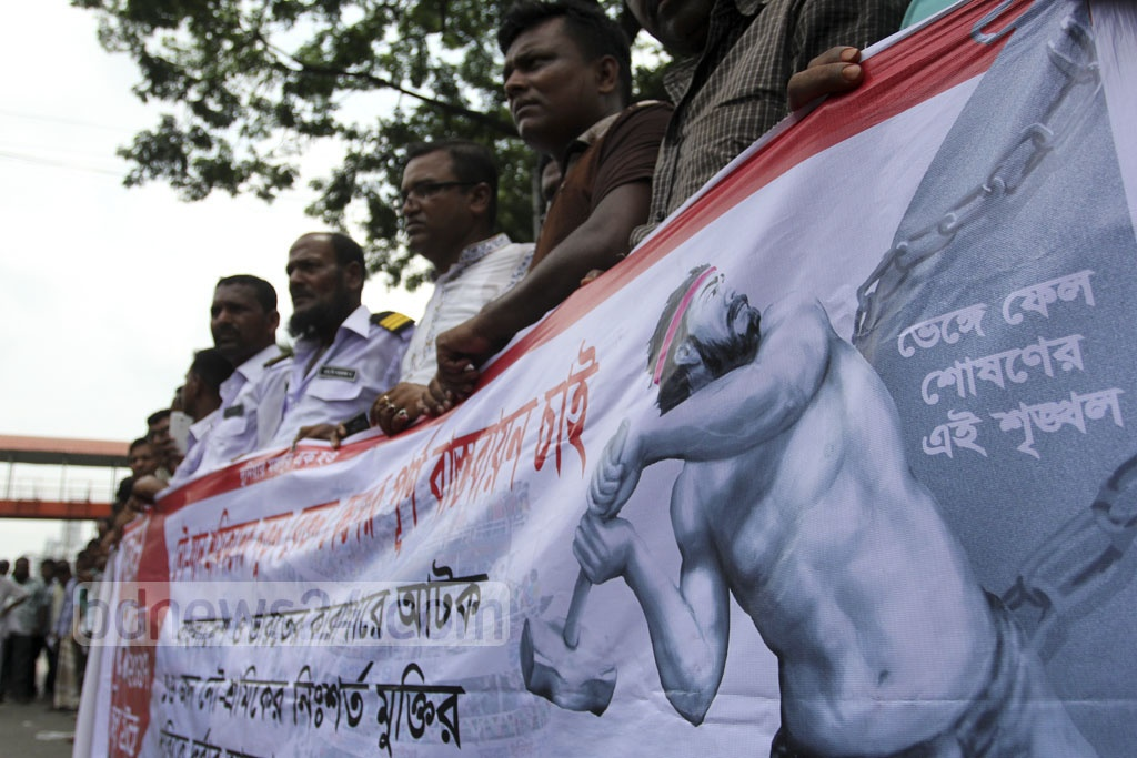A union of water transport workers demands freedom for 16 workers detained in Bangladeshi and Indian prisons, at a demonstration in front of the National Press Club on Saturday.