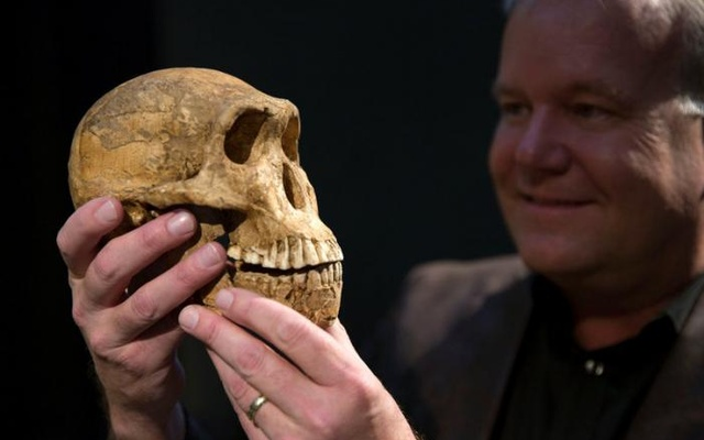 Professor Lee Berger holds a cast of the new Homo naledi skull at the Cradle of Humankind World Heritage site near Johannesburg, South Africa. Reuters