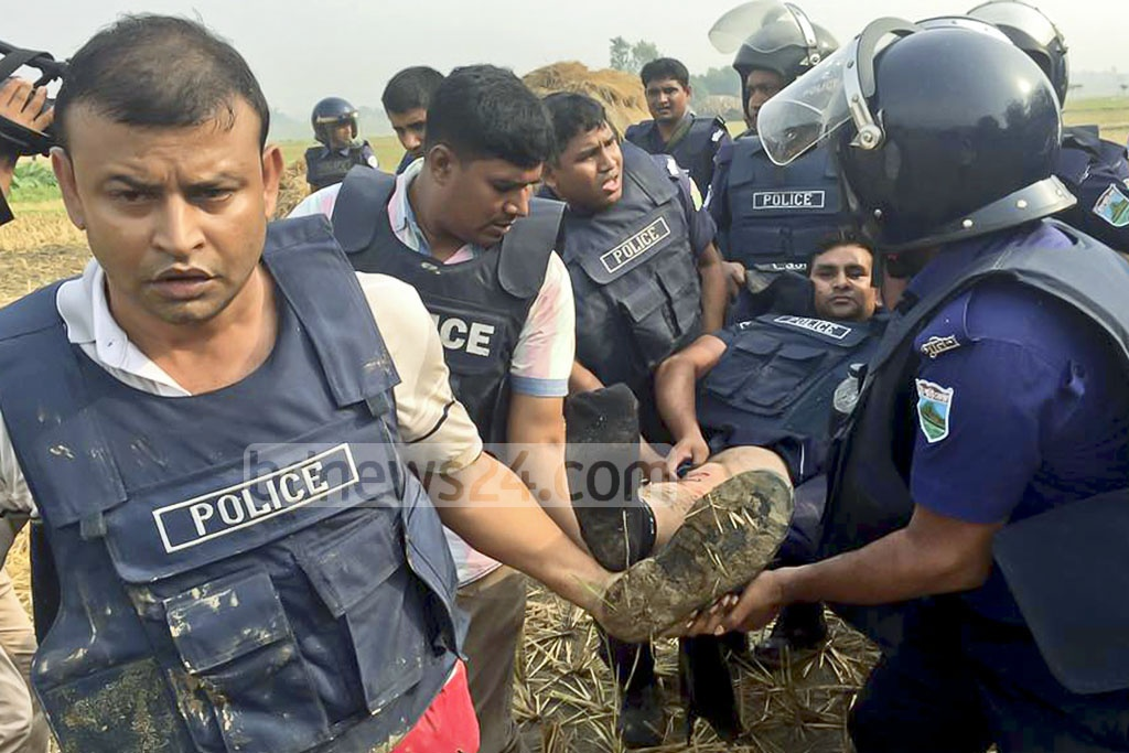 Police personnel carry away a colleague injured in a suicide attack during preparations for a raid on a militant hideout in Rajshahi's Godagari on Thursday. Photo: Gulbar Ali Juwel