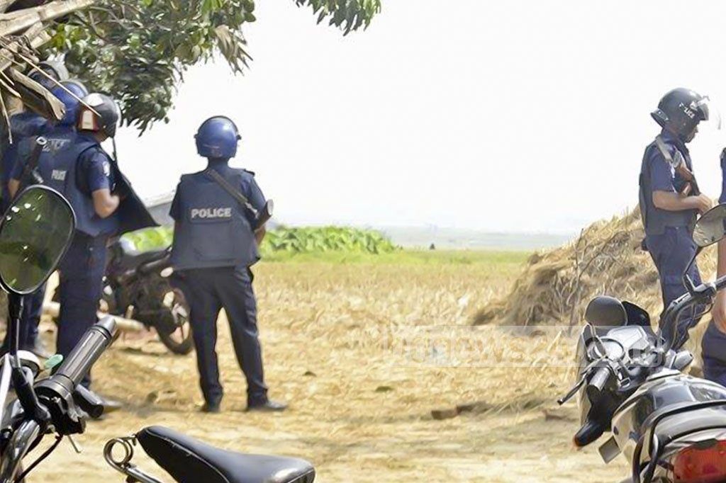 Security forces surround a suspected militant hideout in Rajshahi's Godagari on Thursday. Photo: Gulbar Ali Juwel