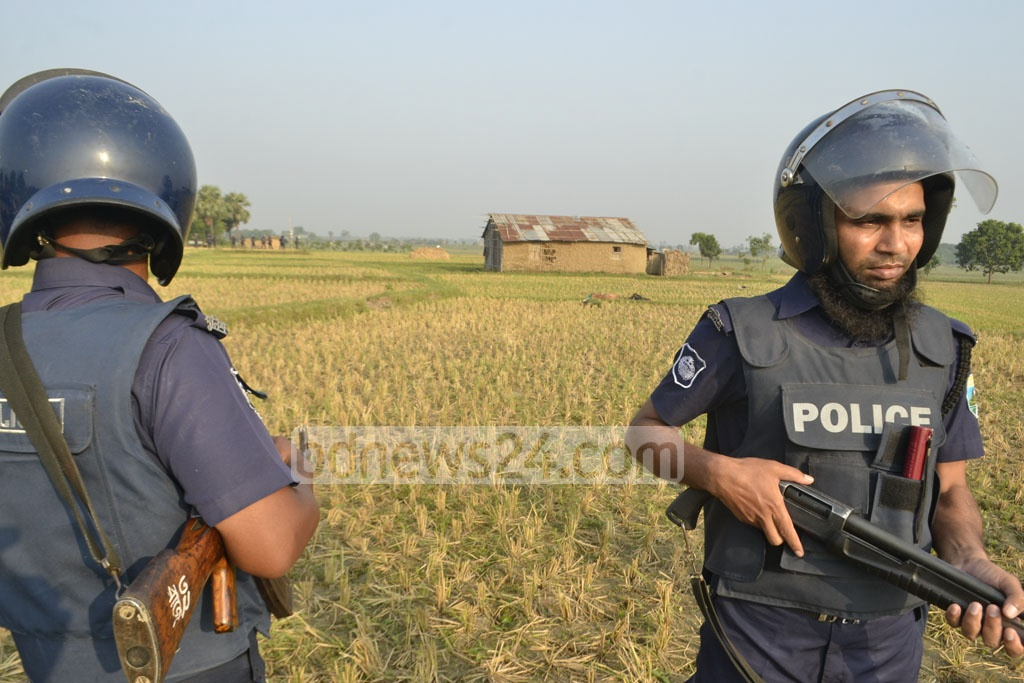 Police surrounded a militant hideout in Godagari, Rajshahi where they launched the 'Operation Sun Devil' on Friday. Photo: Gulbar Ali Juwel