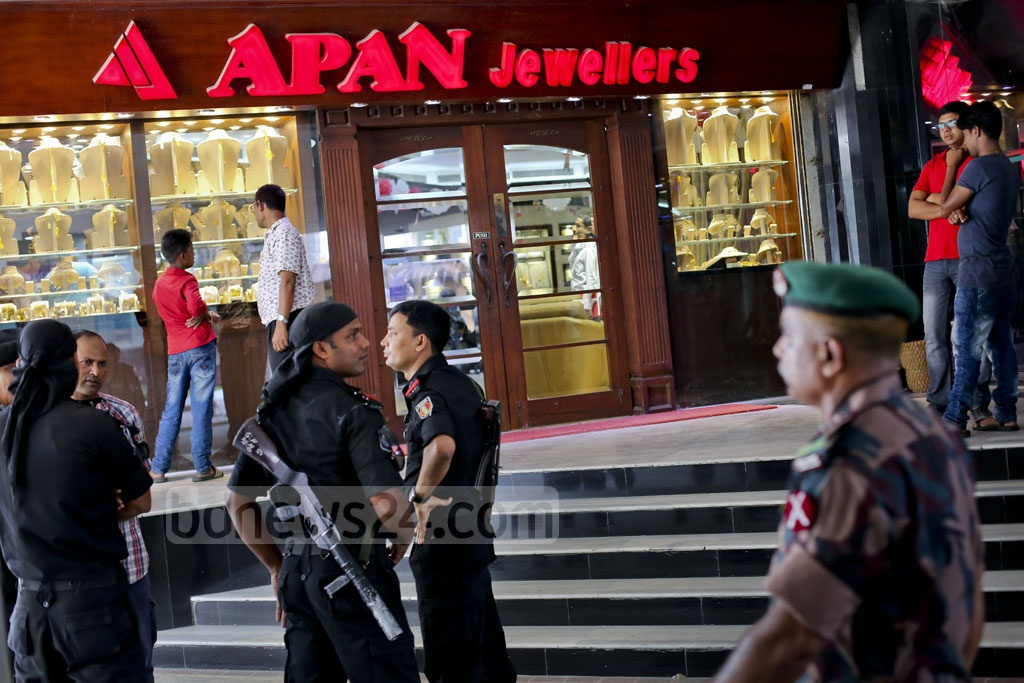 Customs Intelligence and Investigation Directorate (CIID) conducts raids on five Apan Jewellers showrooms in search of 'illegal wealth' in Dhaka on Sunday. Photo was taken at the showroom in Jigatala's Shimanto Square. Photo: asaduzzaman pramanik