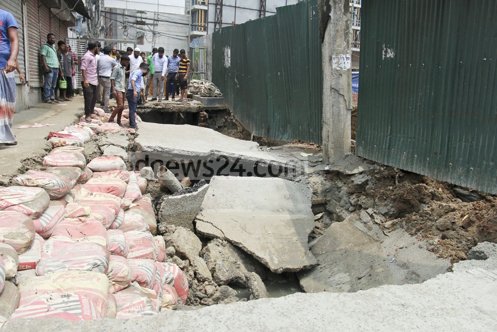 A ruptured gas pipe is exposed after a road collapses near Jahanara Garden on Green Road in Dhaka on Monday. Photo: asif mahmud ove