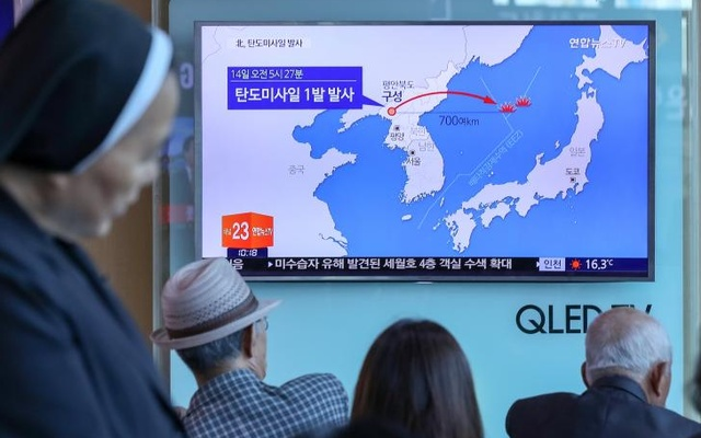 People watch a news report on North Korea firing a ballistic missile, at a railway station in Seoul, South Korea, May 14, 2017. Reuters