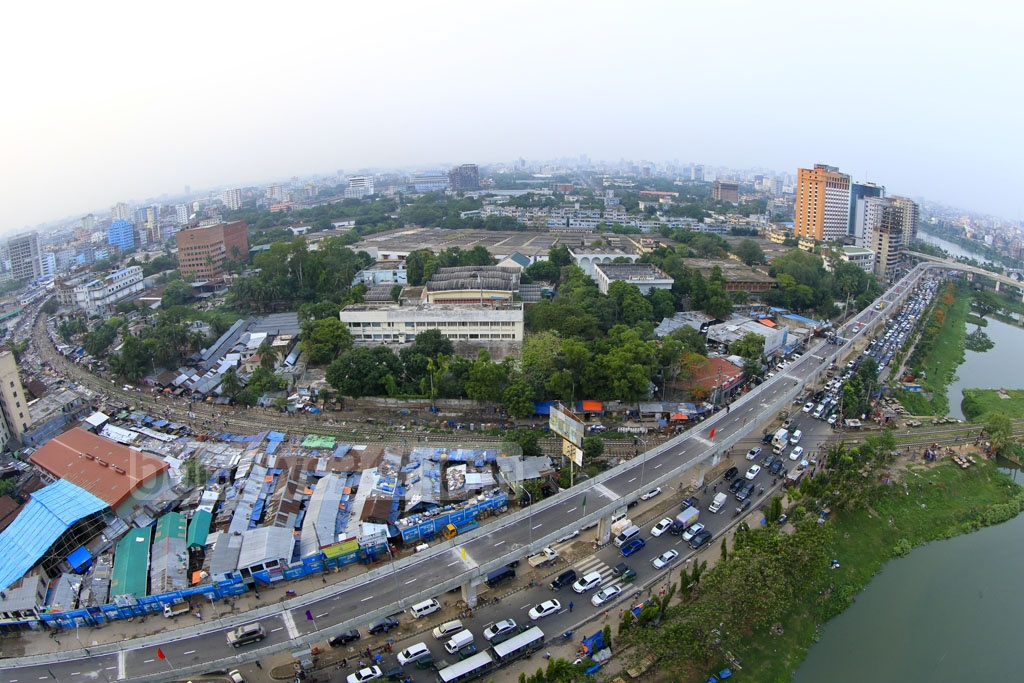 The portion of the Moghbazar-Mouchak flyover stretching from Sonargaon hotel to BFDC was opened to traffic on Wednesday. Photo: mostafigur rahman
