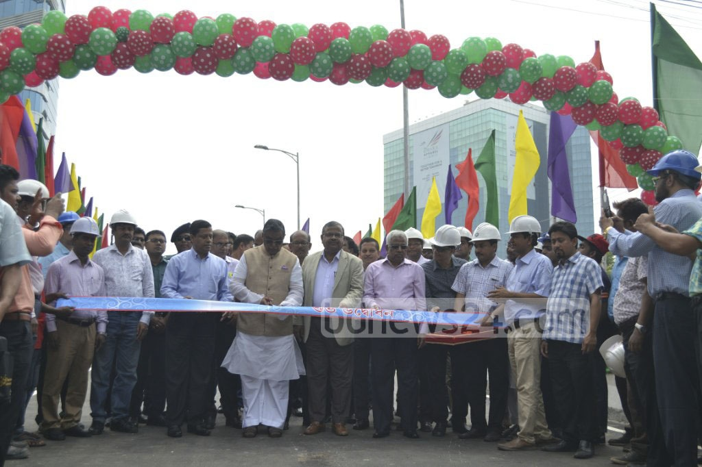 Local Government Minister Khandker Mosharraf Hossain opens a section of the Moghbazar-Mouchak flyover between the FDC intersection and Sonargaon hotel on Wednesday. Photo: abdul mannan