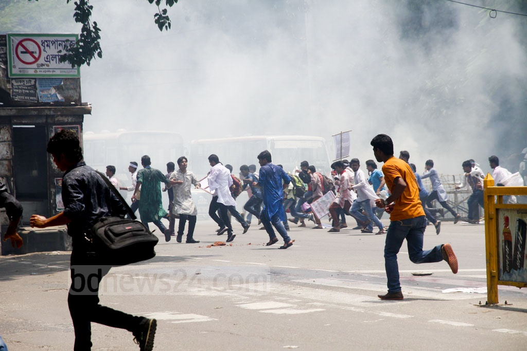 Shahbagh became a battle ground on Thursday after student protesters from Medical Assistance Training School or MATS began clashing with police on Dhaka University campus. Photo: tanvir ahammed