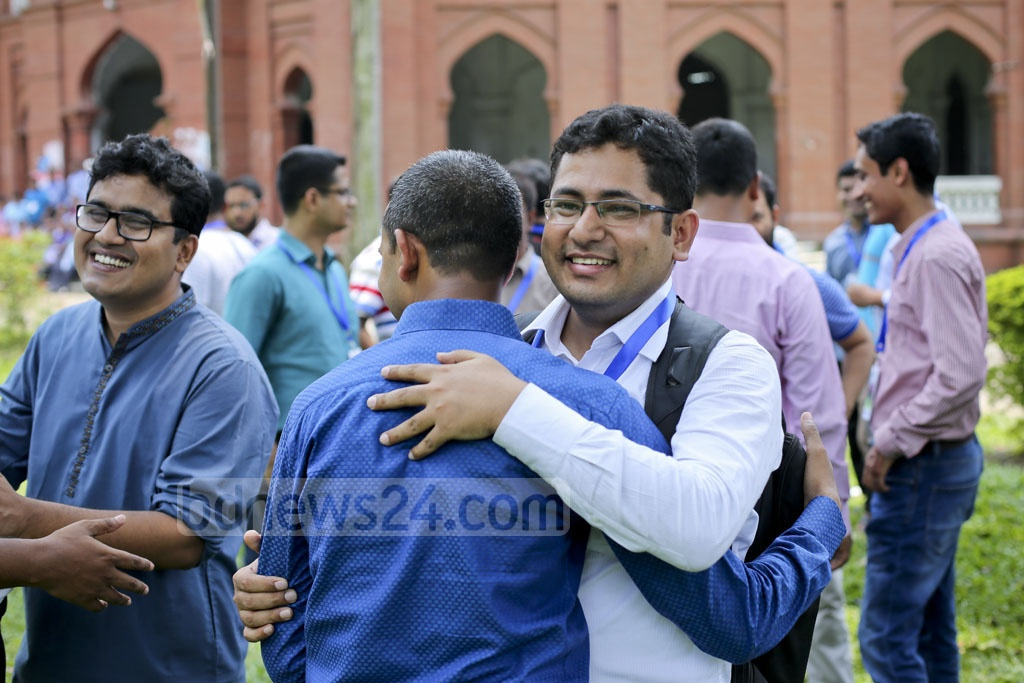 Long time! Former students of Dhaka University, who were residents of the Fazlul Huq Hall, are elated after seeing old friends in a reunion on Friday. Photo: asaduzzaman pramanik.