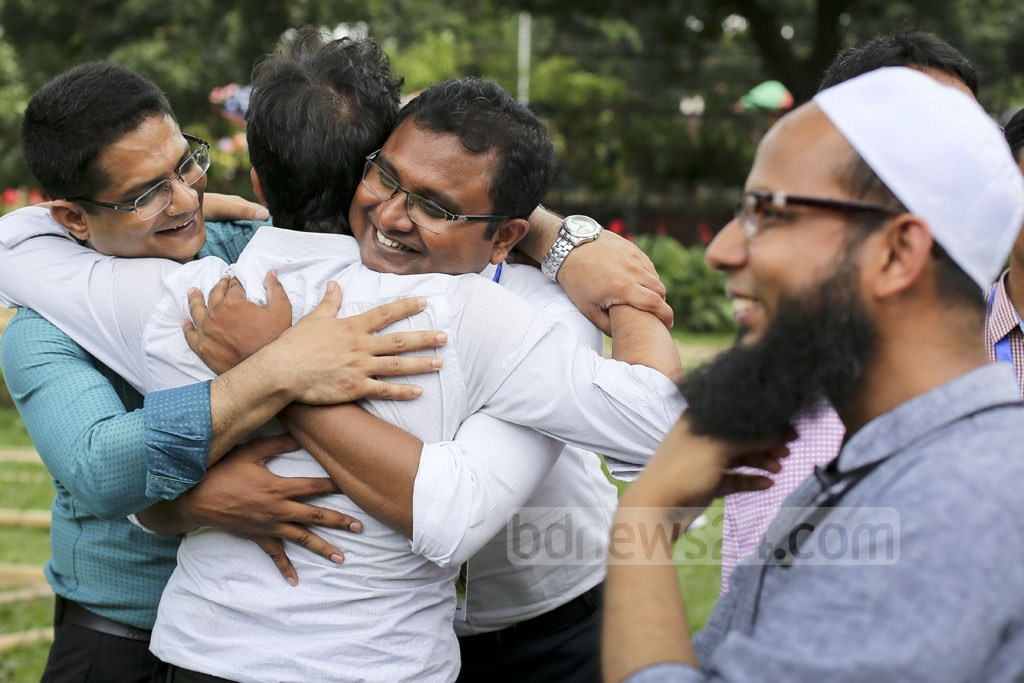 Former students of Dhaka University's Fazlul Huq Hall take part in a reunion organised at Curzon Hall premises on Friday. Photo: asaduzzaman pramanik