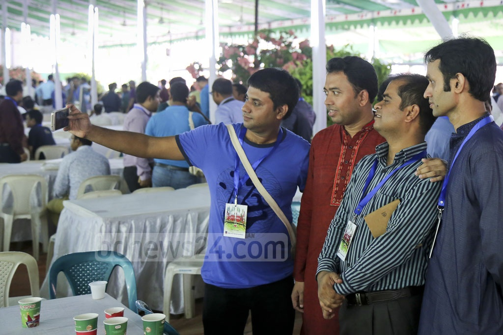 Alumni from Dhaka University's Fazlul Huq Hall gather for a group selfie during their reunion on Friday. Photo: asaduzzaman pramanik