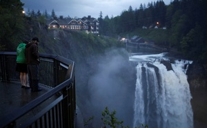 Sightseers view Snoqualmie Falls, adjacent to the Salish Lodge & Spa which is featured as The Great Northern Hotel in the opening sequence of the 'Twin Peaks' series, in Snoqualmie, Washington, U.S. May 10, 2017. Picture taken May 10, 2017. Reuters