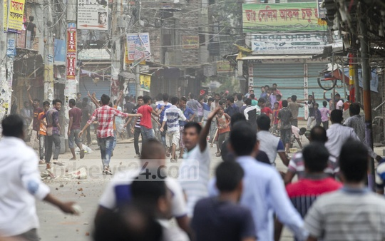 Protesters went on a rampage at Nannu Market at Section-11 in the capital's Mirpur after a Dhaka North City Corporation drive to evict illegal structures on the street. Photo: asif mahmud ove