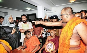 BBS leader Ven Ganasara Thero subjecting a Muslim cleric to his harangue on Halal branding.