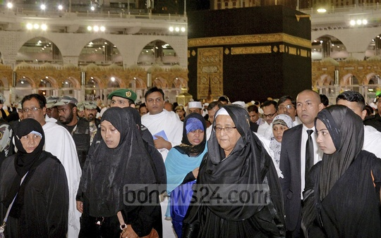 Prime Minister Sheikh Hasina performs Umrah in Makkah during her official visit to Saudi Arabia on Monday. Photo: ABM Aktaruzzaman / PID