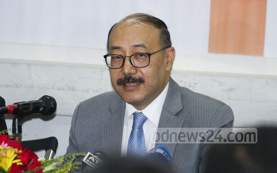 Indian High Commissioner Harsh Vardhan Shringla talks to diplomatic correspondents at the National Press Club in Dhaka on Tuesday.