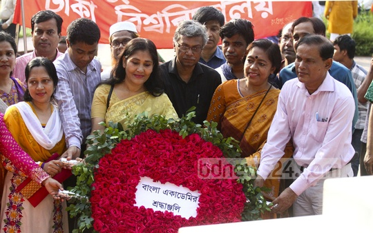 The Bangla Academy pays its respects at the grave of National Poet Kazi Nazrul Islam on his birth anniversary on Thursday. Photo: abdul mannan