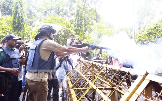 Police fire teargas shells to foil protests in Dhaka University area against the removal of the Lady Justice statue from Supreme Court premises on Friday.