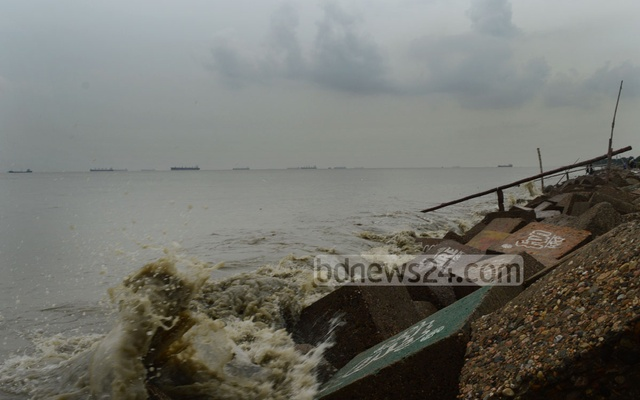 Cyclone Mora makes landfall in Bangladesh coast