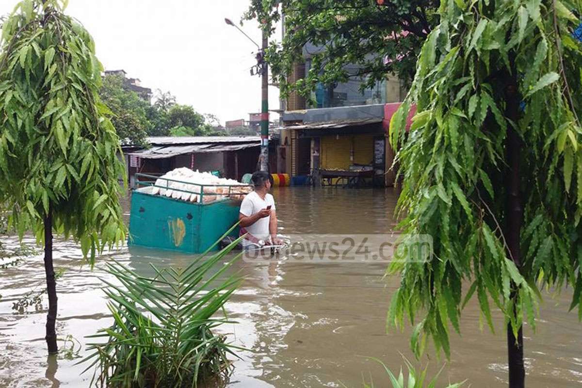 Cyclone Mora, which caused heavy rains left several neighbourhoods in the port city inundated. Photo: suman babu