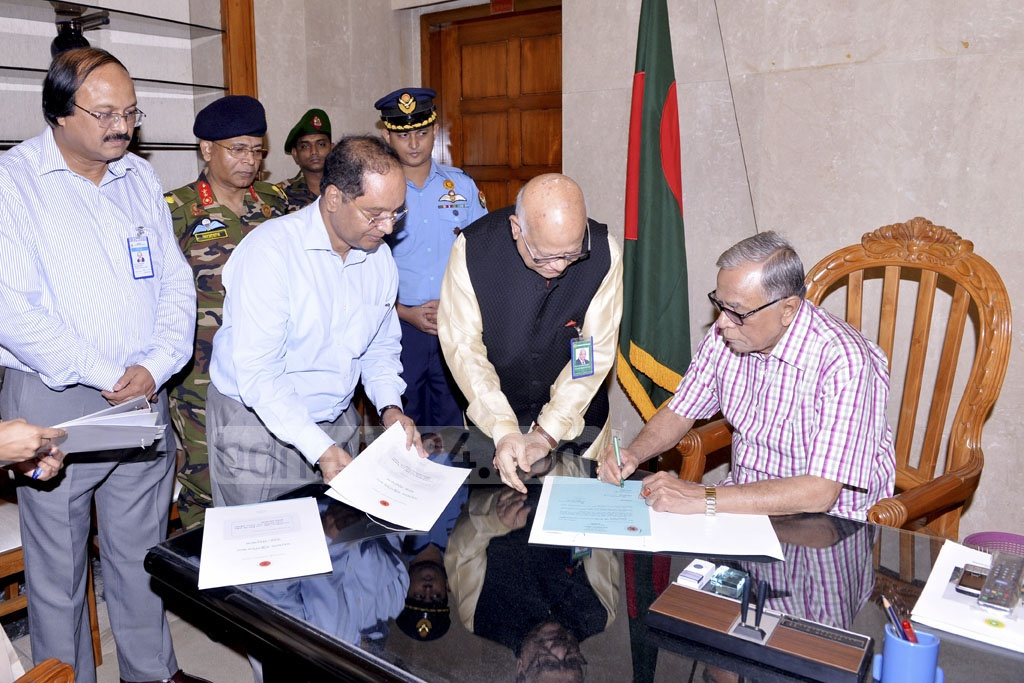 President Abdul Hamid signs the budget proposed for fiscal 2017-18 in parliament after the Cabinet approved it on Thursday.