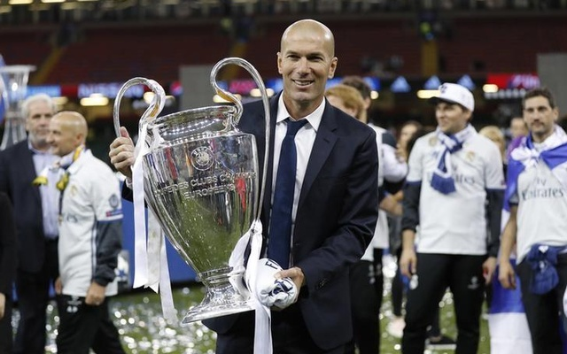 Returning Real Madrid received as living 'legends'