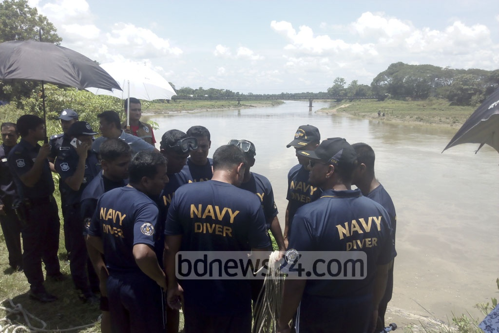 This portion of the Maini River in Khagrachhari's Dighinala beomes part of a crime scene when the Navy and Fire Service divers on Saturday start searching for the motorcycle of murdered Rangamati Jubo League leader Nurul Islam Nayan who was killed on Jun 1 by unidentified assilants.