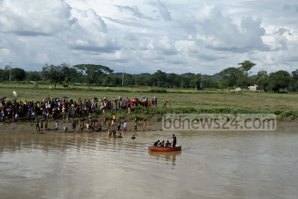 Navy and Fire Service divers spot the motorcycle of murdered Rangamati Jubo League leader Nurul Islam Nayan in the Maini River in Khagrachhari's Dighinala on Saturday.