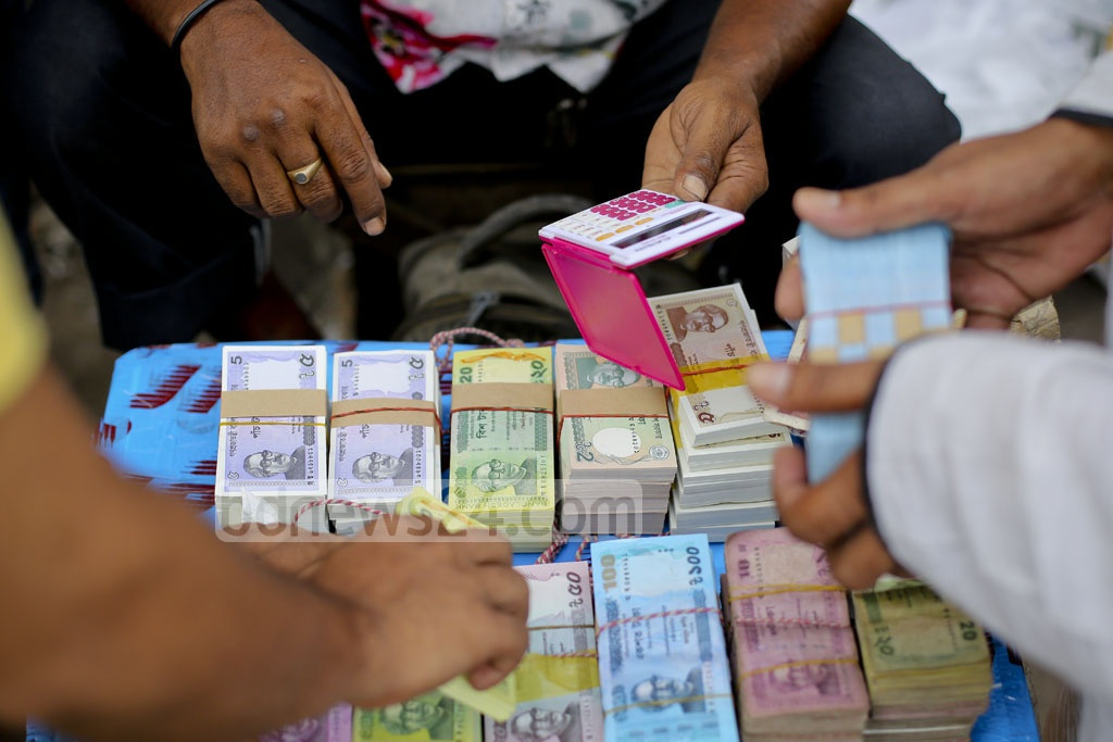 The bundles of new notes are sold at a mark-up of up to Tk 80. The Tk 2 bundles are cheaper, costing only a Tk 50 mark up. Photo: asaduzzaman pramanik