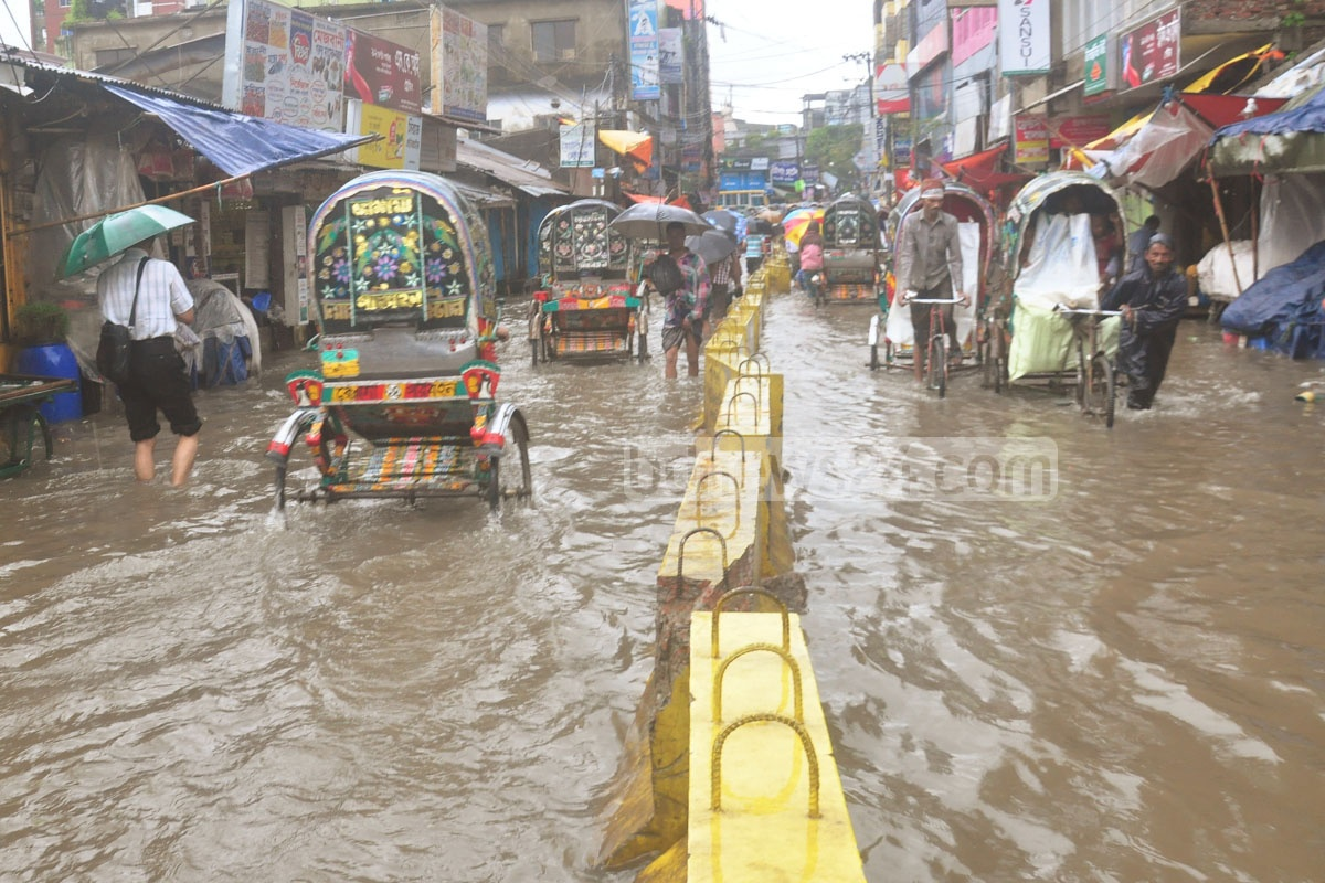 A land depression dumped massive rain on the port city, flooding its streets again. It was all woes for residents who just recently dealt with the adversity of a cyclone that hit their shores last month. Photo: suman babu