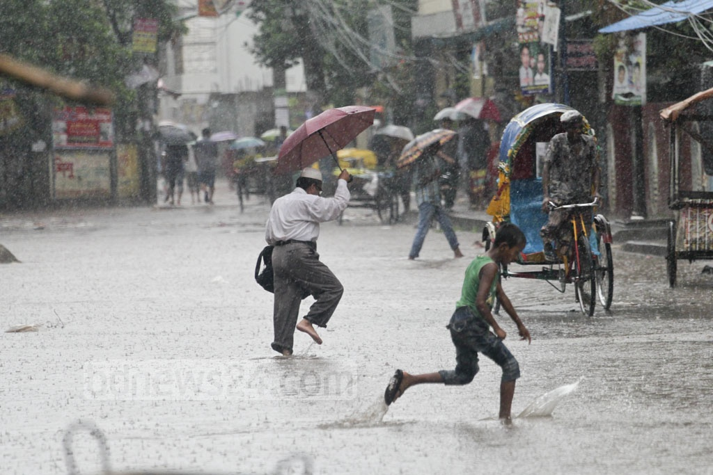 People struggle to stay dry as they cross a flooded street at Dhaka's Mirpur Road. Photo: asif mahmud ove