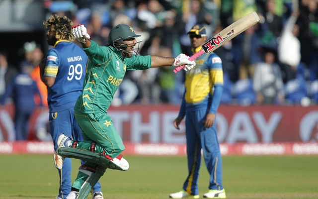 Pakistan beat Sri Lanka by three wickets to seal semis spot