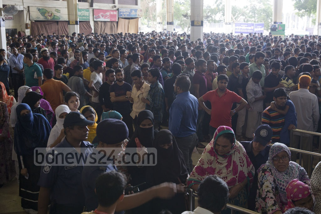 The Kamalapur Railway Station on Tuesday turns into a hotspot of motley crowd who are waiting for hours to get advance train tickets for their journey home during Eid holidays. Photo: mostafigur rahman