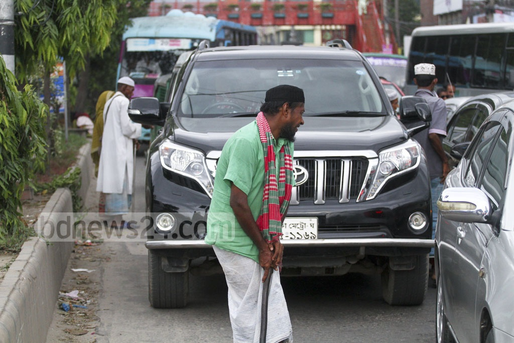 Like previous years, more beg on Dhaka streets prior to Eid when people are willing for more charity and give away Zakat (obligatory payment made annually under Islamic law). Photo: abdul mannan