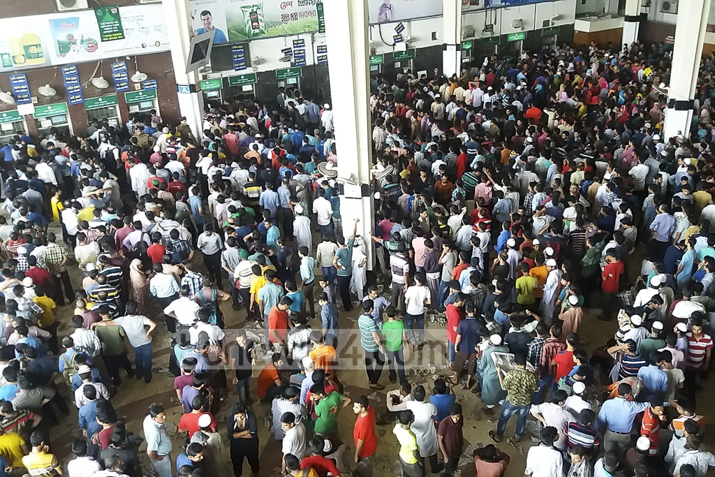 Kamalapur Railway Station remained crowded on Wednesday, the third day of advance ticket sales.