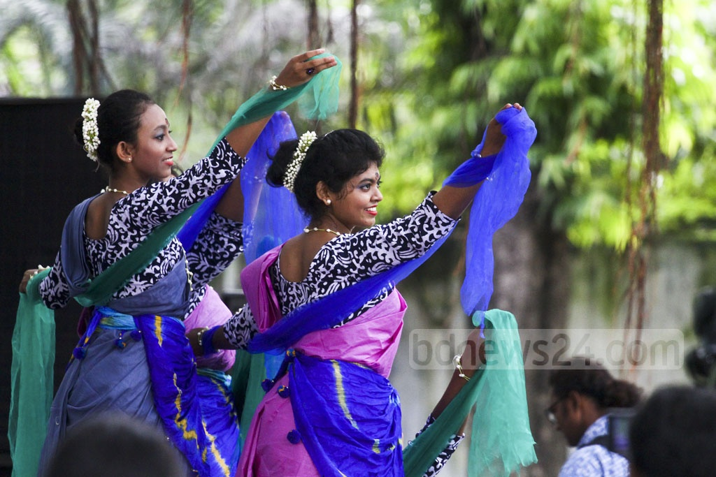 Bangladesh Udichi Shilpi Goshthi welcomes the monsoons amid festivities on Thursday at the Bangla Academy premises in Dhaka. The first day of the Bangla month of Ashar marks the start of monsoons.