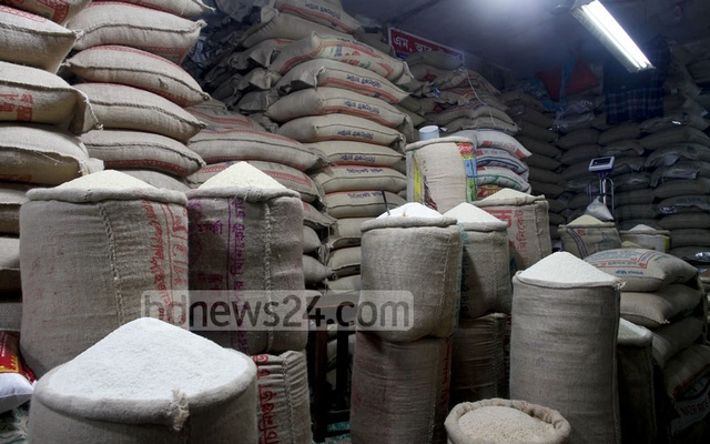 Government data shows a 47 percent rise in the price of coarse rice while a fine variety saw around 20 percent rise in a year. File photo