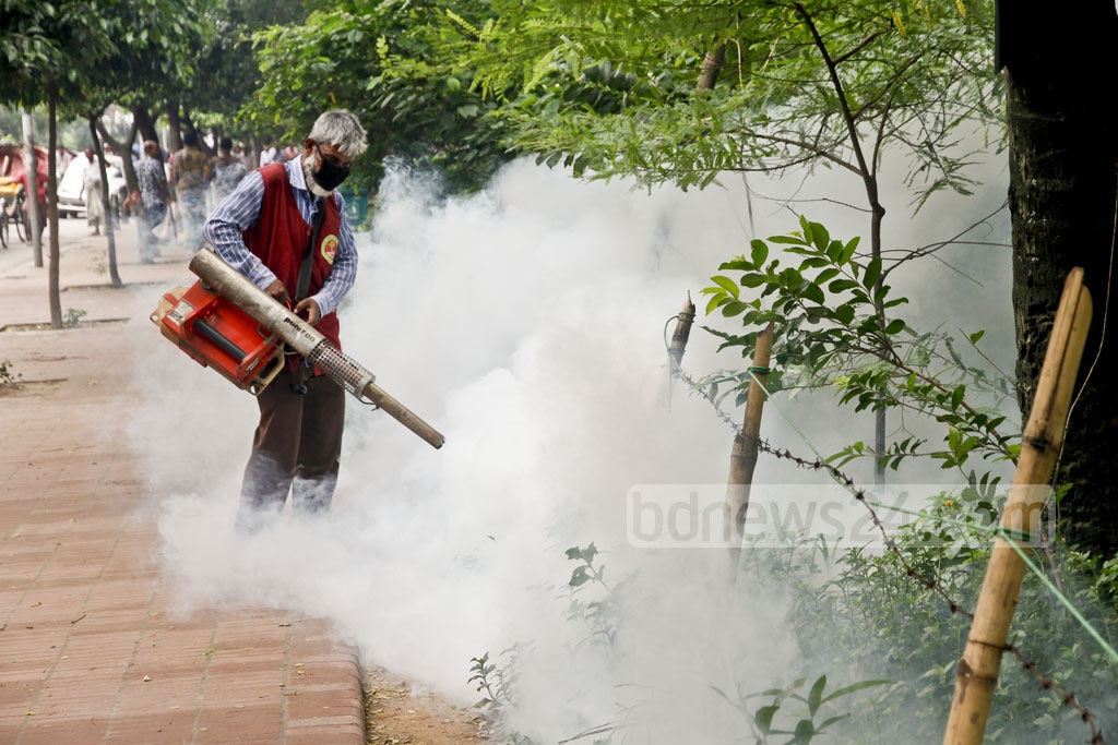City corporation employees spray at the Dhanmondi Lake in Dhaka during Saturday's mass awareness campaign against Chikungunya, a viral disease transmitted to humans by infected mosquitoes. Photo: tanvir ahammed